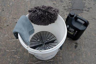 Tự vệ sinh ô tô tại nhà cần chuẩn bị những dụng cụ gì? 5