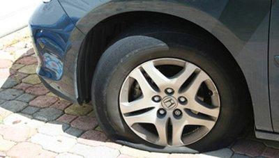 Trời nắng nóng, ''''''''tóm gọn'''''''' các bí kíp phòng tránh nổ lốp xe ô tô 1