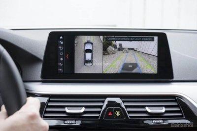 BMW trình làng hệ thống sạc xe hybrid không dây với BMW 530e iPerformance  - 3