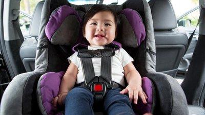 7 thói quen gây xao nhãng khi lái xe ô tô: Mải chú tâm vào con nhỏ z