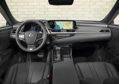 Buồng lái của Lexus ES 2019 mới ra mắt