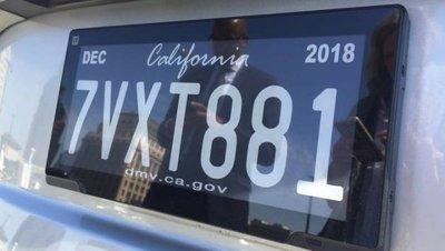 Biển số ô tô điện tử được ứng dụng phổ biến tại California 1