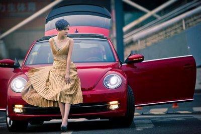 Chiêm ngưỡng người đẹp và xe Volkswagen Beetle a10