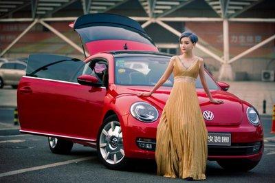 Chiêm ngưỡng người đẹp và xe Volkswagen Beetle a9