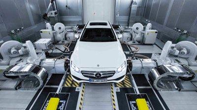 Chờ chứng nhận khí thải mới, hàng loạt hãng xe phải tạm ngừng sản xuất.
