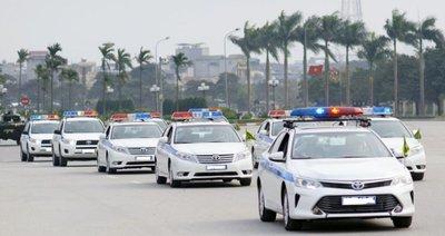 Tự lắp còi và đèn ô tô giống xe ưu tiên có bị phạt? 1.