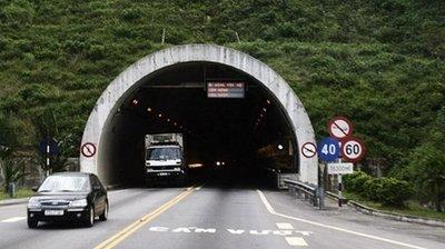 Lái xe ô tô qua hầm đường bộ cần lưu ý những gì để không bị phạt 1.