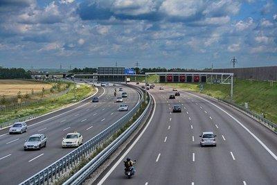 Có được dừng đỗ trên đường cao tốc? 7