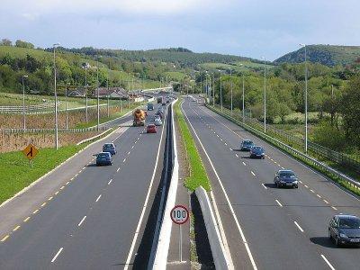 Có được dừng đỗ trên đường cao tốc?.