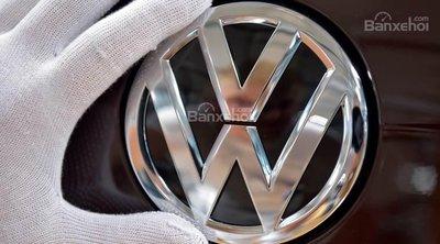 Volkswagen bị phạt 1 tỷ Euro vì gian lận khí thải - 1