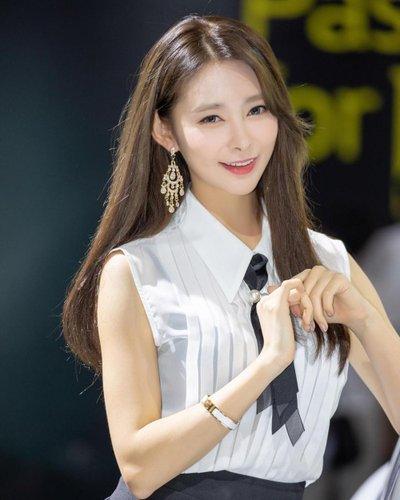 Ngắm dàn người mẫu xinh như hotgirl tại triển lãm Busan 2018 11.