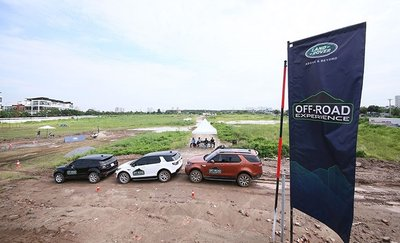 Dàn xe Land Rover hàng chục tỷ lội bùn trải nghiệm ở Hà Nội 1