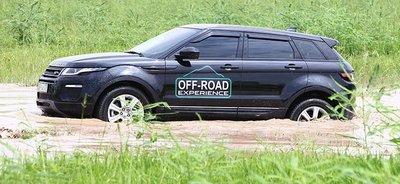 Dàn xe Land Rover hàng chục tỷ lội bùn trải nghiệm ở Hà Nội3