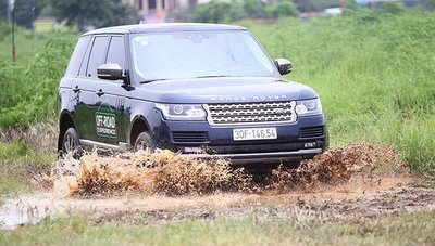 Dàn xe Land Rover hàng chục tỷ lội bùn trải nghiệm ở Hà Nội4