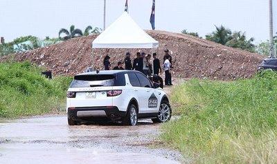 Dàn xe Land Rover hàng chục tỷ lội bùn trải nghiệm ở Hà Nội9