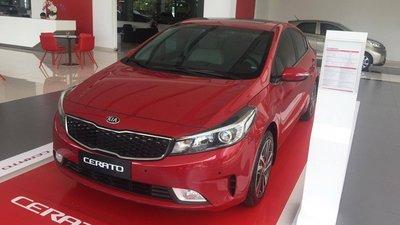 Các phiên bản xe số sàn mới xuất hiện tại Việt Nam năm 2018: Từ Kia Cerato đến Ford Everest - Ảnh 1.