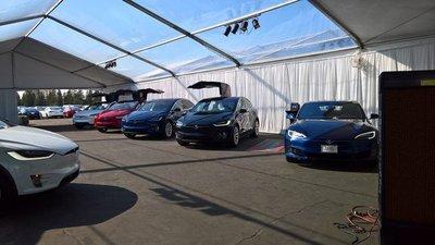 Tesla Model 3 vẫn sản xuất kể cả khi nhà xưởng chưa hoàn thành.