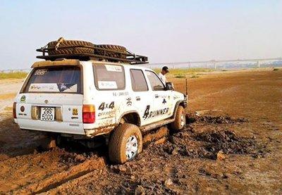 Cách giải cứu ô tô khi bị sa lầy