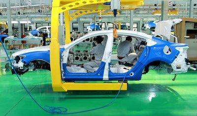Cuộc đua không cân sức của xe lắp ráp và xe nhập khẩu tại Việt Nam