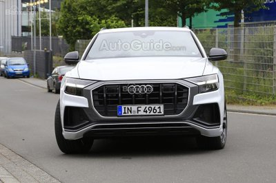 Audi SQ8 2019 bỏ lớp ngụy trang, tự tin khoe sắc - 1