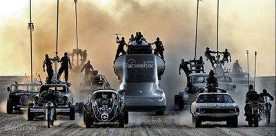 Tesla Autopilot nhá hàng chế độ mới Mad Max - 2