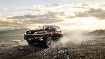 Giá lăn bánh Toyota Fortuner 2018 mới nhất sau khi tăng giá tại Việt Nam.