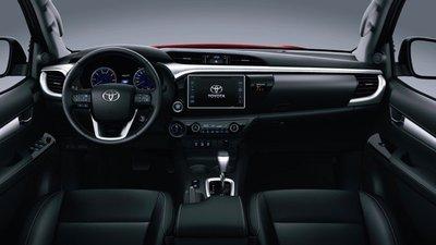 Khoang nội thất Toyota Hilux 2018 nâng cấp mới tại Việt Nam.