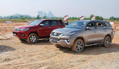 Vì sao Toyota Fortuner và Toyota Hilux bất ngờ tăng giá mạnh