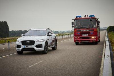 Jaguar Land Rover thử nghiệm công nghệ kết nối xe mới 3