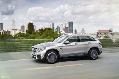 Ford và Daimler kết thúc liên doanh nghiên cứu công nghệ pin nhiên liệu z