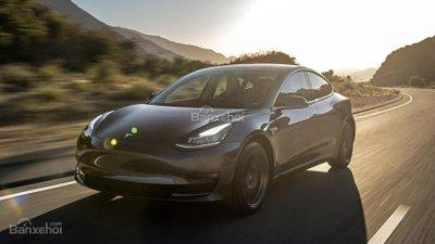 Mới giảm giá bán, Tesla Model 3 lại tăng giá đặt hàng lên 3.500 USD z