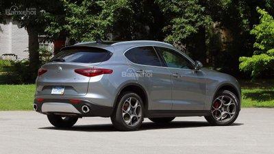 Alfa Romeo Stelvio bổ sung biến thể RWD, giảm cân, giảm luôn cả giá - 2