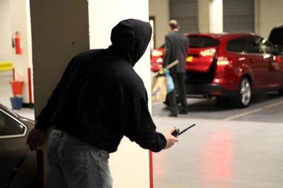 Khóa xe ô tô cẩn thận tránh kẻ gian