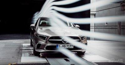 Mercedes-Benz A-Class Sedan khoe thân siêu mượt - 1