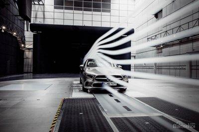 Mercedes-Benz A-Class Sedan khoe thân siêu mượt - 2
