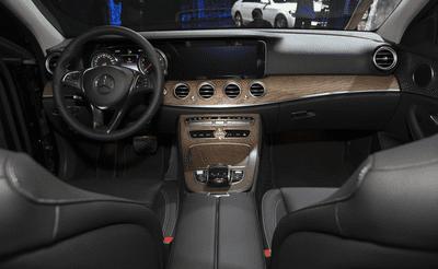 Khoang nội thất Mercedes-Benz E200 2018 mới//