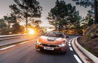 BMW i8 Roadster chốt giá 3,8 tỷ đồng tại Anh 1