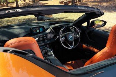 BMW i8 Roadster chốt giá 3,8 tỷ đồng tại Anh a7