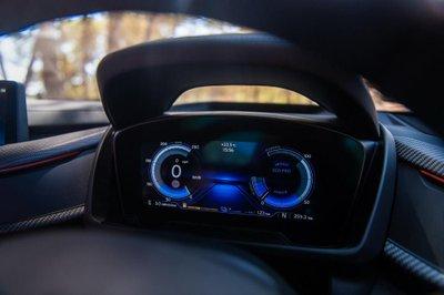BMW i8 Roadster chốt giá 3,8 tỷ đồng tại Anh a5