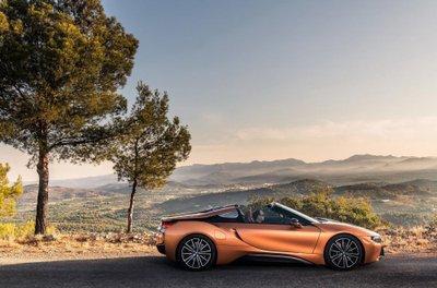 BMW i8 Roadster chốt giá 3,8 tỷ đồng tại Anh a8