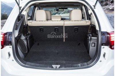 Khoang hành lý Mitsubishi Outlander 2018.