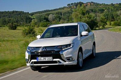 Mitsubishi Outlander PHEV 2019 công bố giá - 1