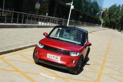 Xe ô tô điện Trung Quốc giá hơn 300 triệu đồng có gì hay? 1.
