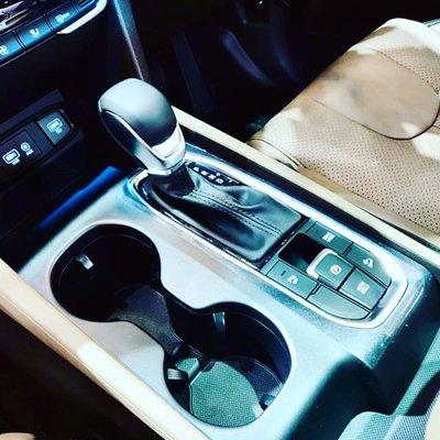 Cụm điều khiển trung tâm trên Hyundai Santa Fe