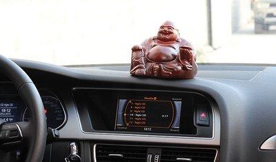 Trưng bày tượng Phật trên xe