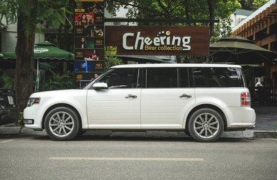 Xe gia đình Ford Flex hơn 2 tỷ đồng xuất hiện trên đường phố Việt 1.