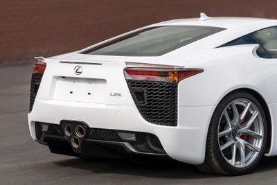 Chiếc siêu xe Lexus LFA thuộc diện hàng hiếm sắp lên sàn đấu giá a2