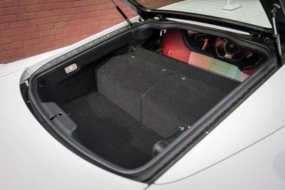 Chiếc siêu xe Lexus LFA thuộc diện hàng hiếm sắp lên sàn đấu giá a11