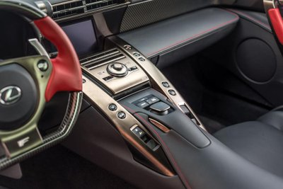 Chiếc siêu xe Lexus LFA thuộc diện hàng hiếm sắp lên sàn đấu giá a25