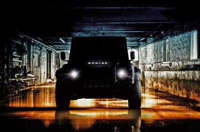 Land Rover Defender V8 qua tay Bowler có ngay khung gầm mới.